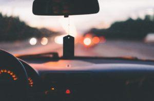 مساحات الزجاج الأمامى للسيارة